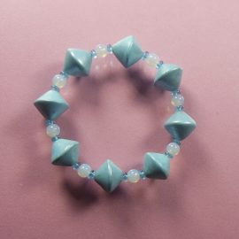 P299 blue pearly stretch bracelet